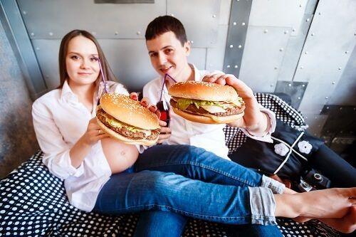pareja embarazada antojos